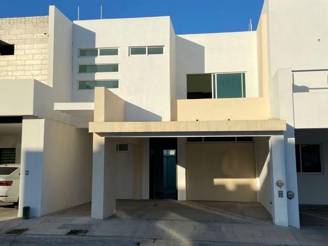 Se vende casa en Real del Valle