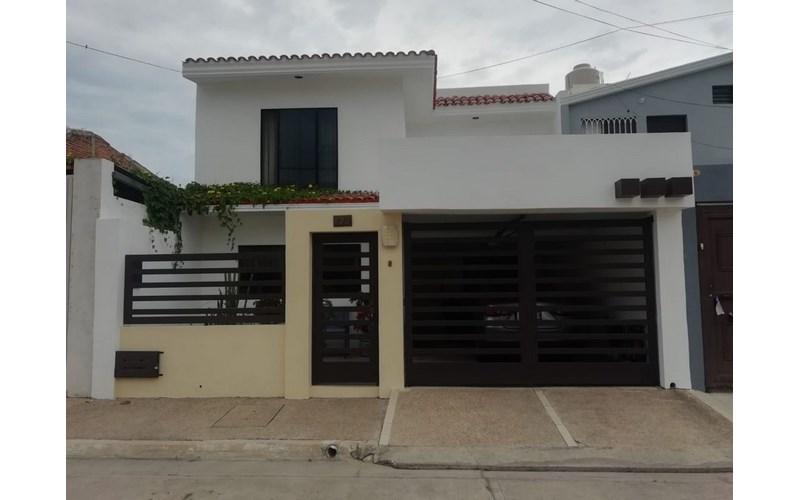 Se vende casa en el Fraccionamiento El Toreo Mazatlán
