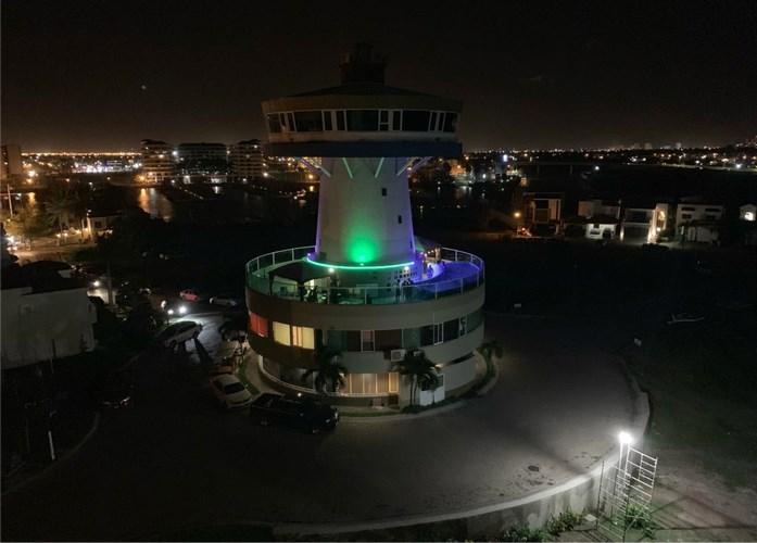 Se vende edificio en Isla Marina Mazatlán