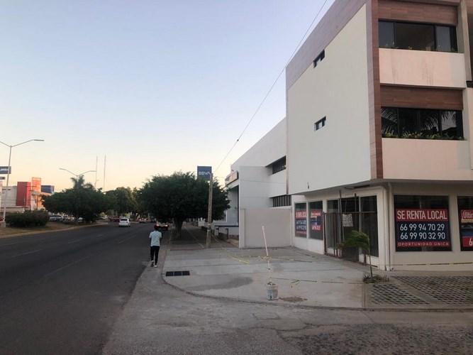 Se renta local en Palos Prietos